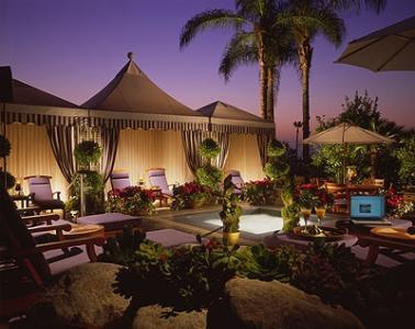 Top 10 ten los angeles luxury hotels for Garden suite hotel los angeles