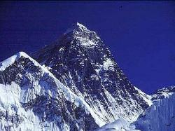 mount everest on a perfect summer day